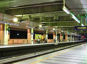 Plaza Rakyat LRT station - Plaza Rakyat station platform