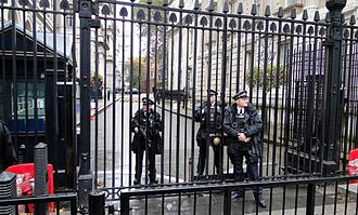 Plebgate - Armed police at the gates to Downing Street