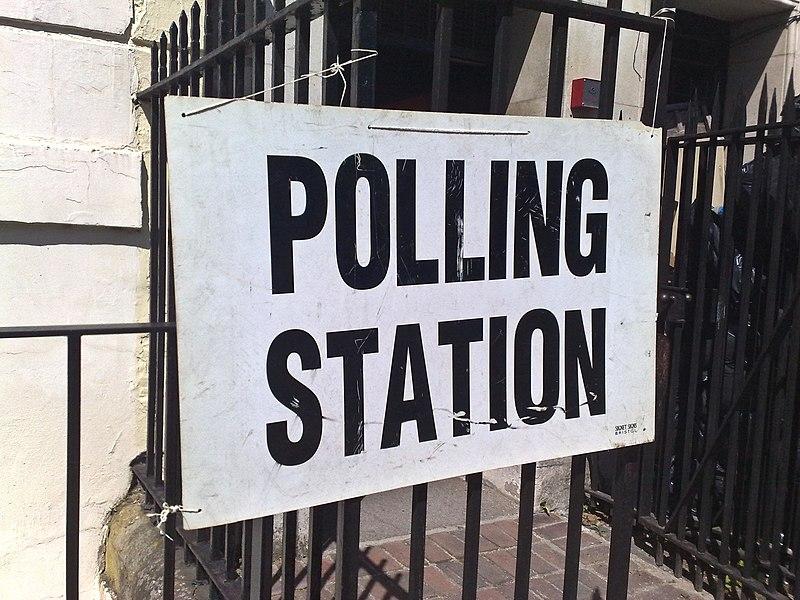 Половина молодых британцев считают, что людям старше 70 лет следует запретить голосовать на выборах