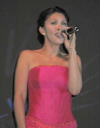 Pops Fernandez - Fernandez at a concert in Copenhagen in 2005