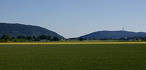 Wiehen Hills - The Porta Westfalica defines the eastern end of the Wiehen Hills (left). To the east, on the other side of the Weser, the hills continue as the Wesergebirge (right).