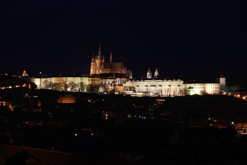 Ficheiro:Prague Castle at night 2.jpg