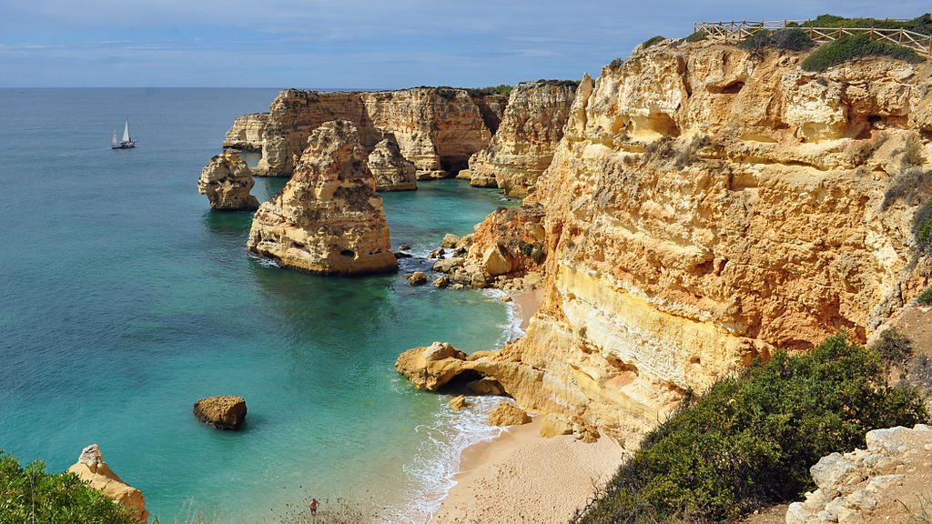 Praia da Marinha (2012-09-27), by Klugschnacker in Wikipedia (1)