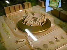 Progetto per l'ampliamento del museo che prevede un anello sospeso attorno all'attuale parte frontale