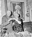 Receptie t.g.v. 90 ste verjaardag C.J. Maks een dronk hier met echtgenote, Bestanddeelnr 919-4745.jpg
