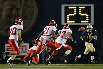 2007 Utah Utes football team - Utah defenders Loma Olevao, Damilyn Tanner, and Mike Wright pursue Reggie Campbell who is catching a pitch
