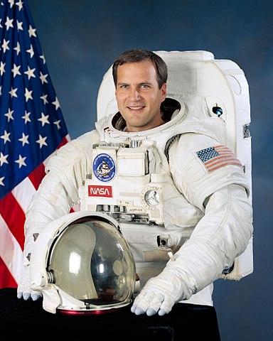 Astronaut Rick Hieb, NASA photo (29 June 1992)Source: Wikipedia (www.jsc.nasa.gov unavailable September 2019) 384px-Richard_Hieb.jpg