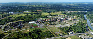 Rochester Institute of Technology - The RIT campus as seen from the air, looking south, Genesee River on the right (2007).
