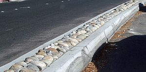 Median strip - A California arterial road median with decorative cobblestones inset
