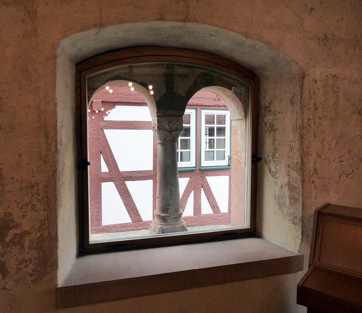Datei romanisches steinhaus trauzimmer fenster jpg for Fenster wiki