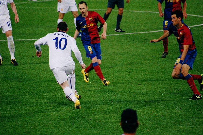 Rooney defended by Iniesta, Busquets, UEFA Champions League Final 2009