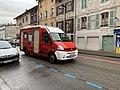 Rue du Docteur Michel Temporal - un ancien véhicule de pompiers recyclé en camping-car.jpg