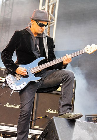 Sérgio Britto - Since 2009, Britto plays the bass in every Titãs song in which Branco Mello (the band's current bassist) sings.