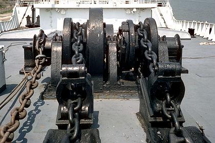 SS Stevens anchor windlass 01.jpg