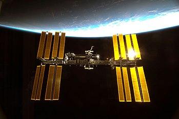 Vue des panneaux solaires de lastation spatiale internationale.