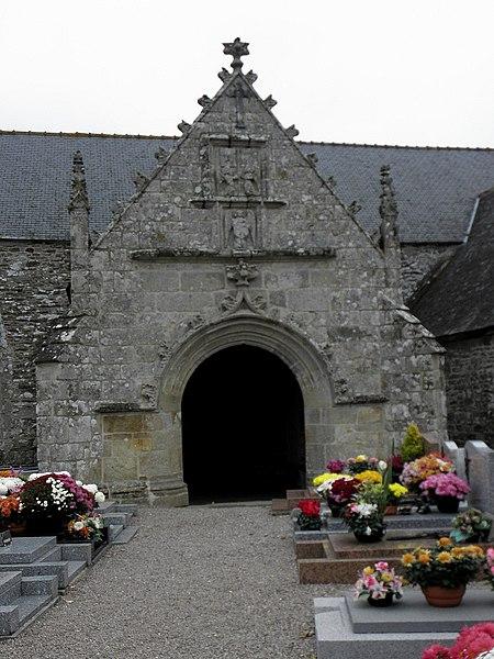 Église Saint-Fiacre, commune de Saint-Fiacre (22). Porche méridional.