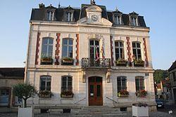 Saint Julien du Sault l'hôtel de ville.jpg