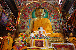The 8m tall statue of the Sakyamuni Buddha in ...