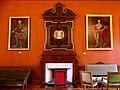 Salon Napoléon du Palais de justice de Chambéry (cheminée et portraits).JPG