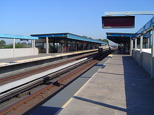 San Leandro station - A view of the San Leandro BART station boarding platforms