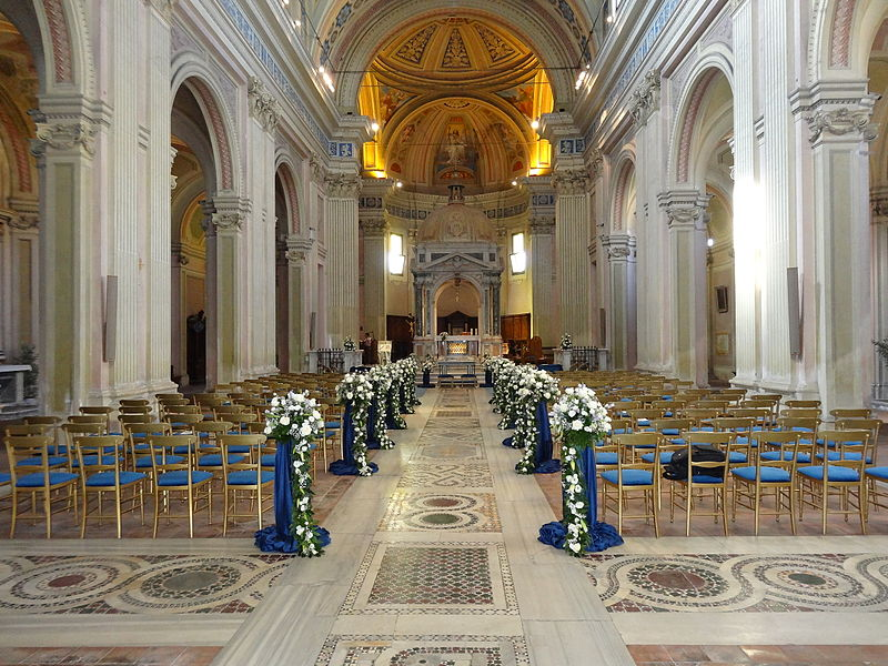 Fichier:Sant'alessio church internal.JPG