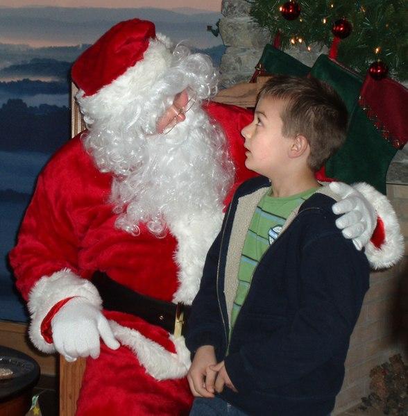 File: Santa dengan anak laki-laki (5100645240) jpg.