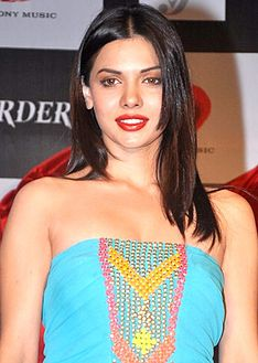 Sara Loren promoting MURDER 3