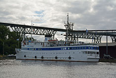 Schleswig-Holstein, Hochdonn, Fähranleger am N-O-Kanal; das Motorschiff Brahe lag dort als Hotelschiff für Wacken Open Air 2015 NIK 5429.jpg