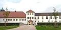 Schloss Tüßling, Nebengebäude.JPG