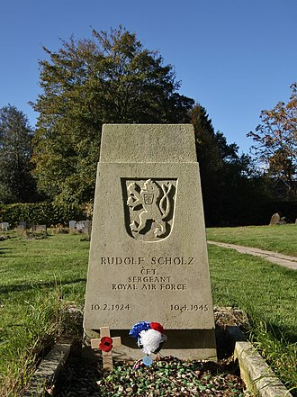 Stoke Row, Oxfordshire - Grave of a Free Czechoslovak airman in St John's parish churchyard