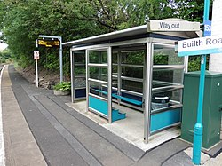 Shelter on Builth Road railway station (geograph 5516933).jpg