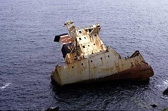 MV Ranga - Image: Shipwreck Ranga at Dunmore Head, Ireland