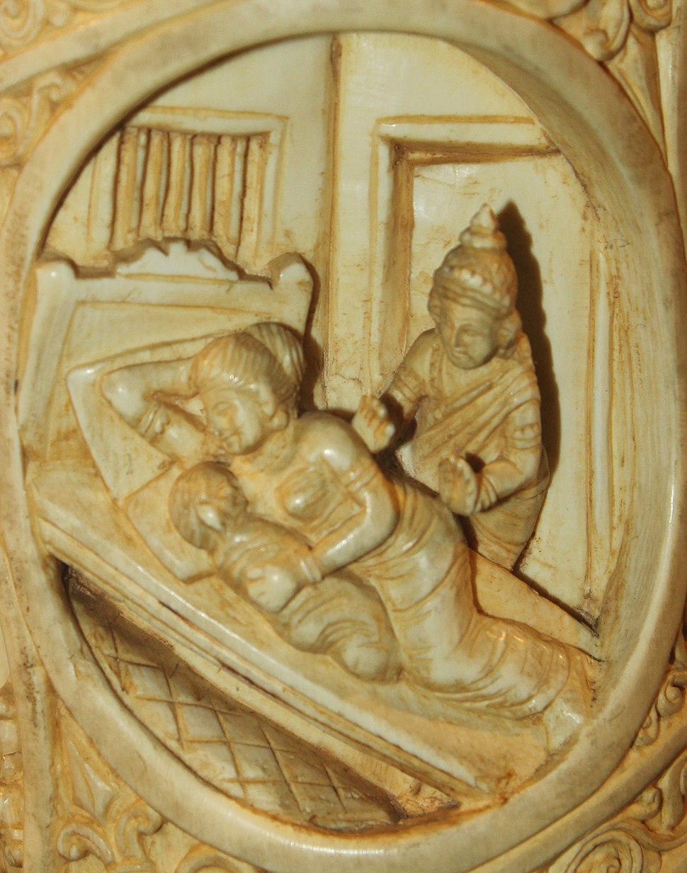 Siddhartha leaving sleeping Yashodhara and Rahula Roundel 17 buddha ivory tusk