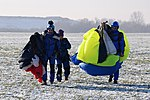 Skoki sylwestrowe sekcji spadochronowej Aeroklubu Gliwickiego, Gliwice 2017.12.30 (27).jpg
