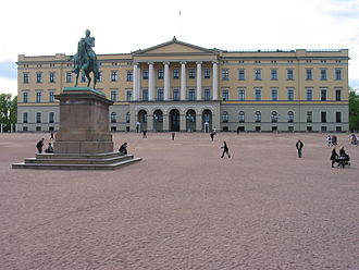 Brynjulf Bergslien - The statue at Slottsplassen, in front of the Royal Palace.