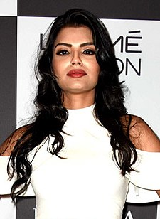 Sonali Raut at Lakme Fashion Week 2017, Day 5 (11) (cropped).jpg
