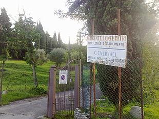 Entrata dello stabilimento della sorgente Fontepatri a Ponte a Signa