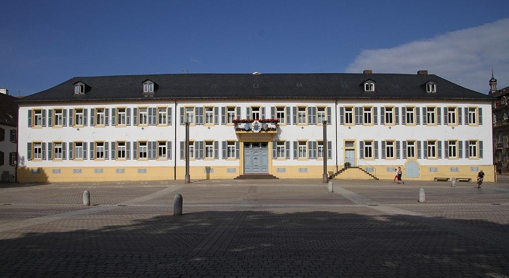 Speyer-32-Domplatz-Vikarienhof-gje