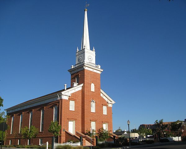 http://upload.wikimedia.org/wikipedia/commons/thumb/b/be/St._George_Tabernacle_%285%29.jpg/599px-St._George_Tabernacle_%285%29.jpg