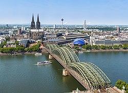 لمعانٍ أخرى، انظر كولونيا (توضيح).كولونيا  (بالألمانية: Köln)           علم        إحداثيات: 50°56′32″N 6°57′28″E / 50.942222222222°N