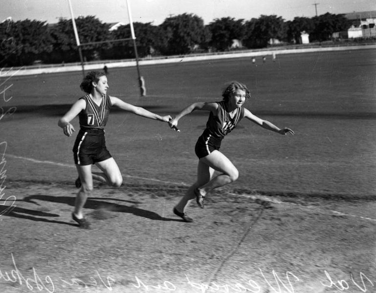 File:StateLibQld 1 105872 Runners in a relay race, Brisbane, 1939.jpg