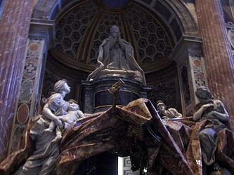 Statue in St. Peter's Basilica.jpg