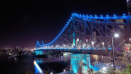 The 777 metre Story Bridge, completed in 1940, illuminated at night Story Bridge, Brisbane (14964432888).jpg