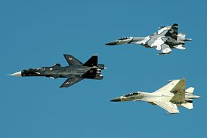Sukhoi Su-47 in formation, 2005.jpg