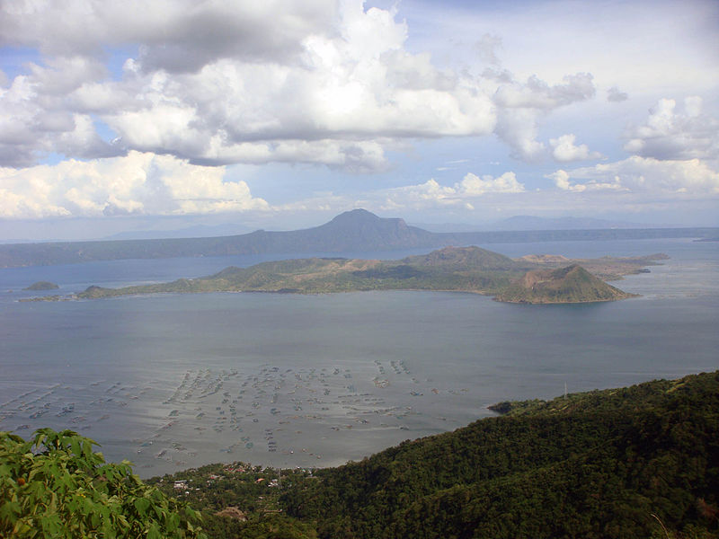 תצפית על האי ווולקנו ואגם טאאל מרכס טאיגאיטאיי