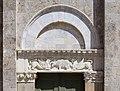 Taglia di biduino, portale destro della pieve dei Santi Ippolito e Cassiano (San Casciano di Cascina), xii secolo, 01.jpg