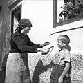 """Tako se """"ječmen požanje"""" in """"nuca"""" pravi mati Nažgon Tereza (79 let), Ravne 1954.jpg"""