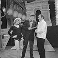 Televisie Weekendshow Les Pigalles, Johnny Kraaijkamp, Bestanddeelnr 910-7851.jpg