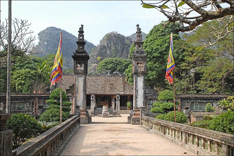 Tập tin:Temple commémoratif au roi Dinh Tien Hoang (Hoa Lu).jpg