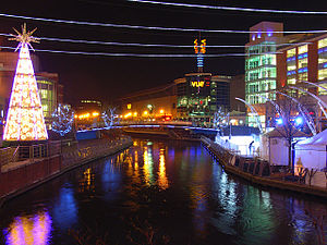 The Oracle, Reading - Riverside level at night with the River Kennet flowing through
